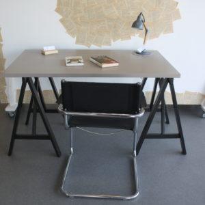 Petit bureau gris